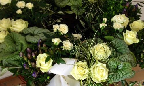 Blumenschmuck für Anlässe des Trauers