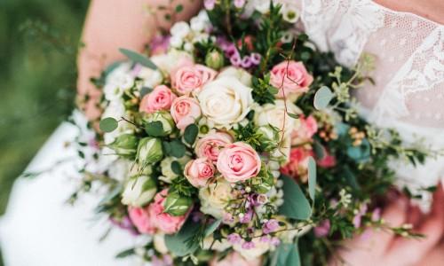 Zarte Blumen für die romantische Hochzeit